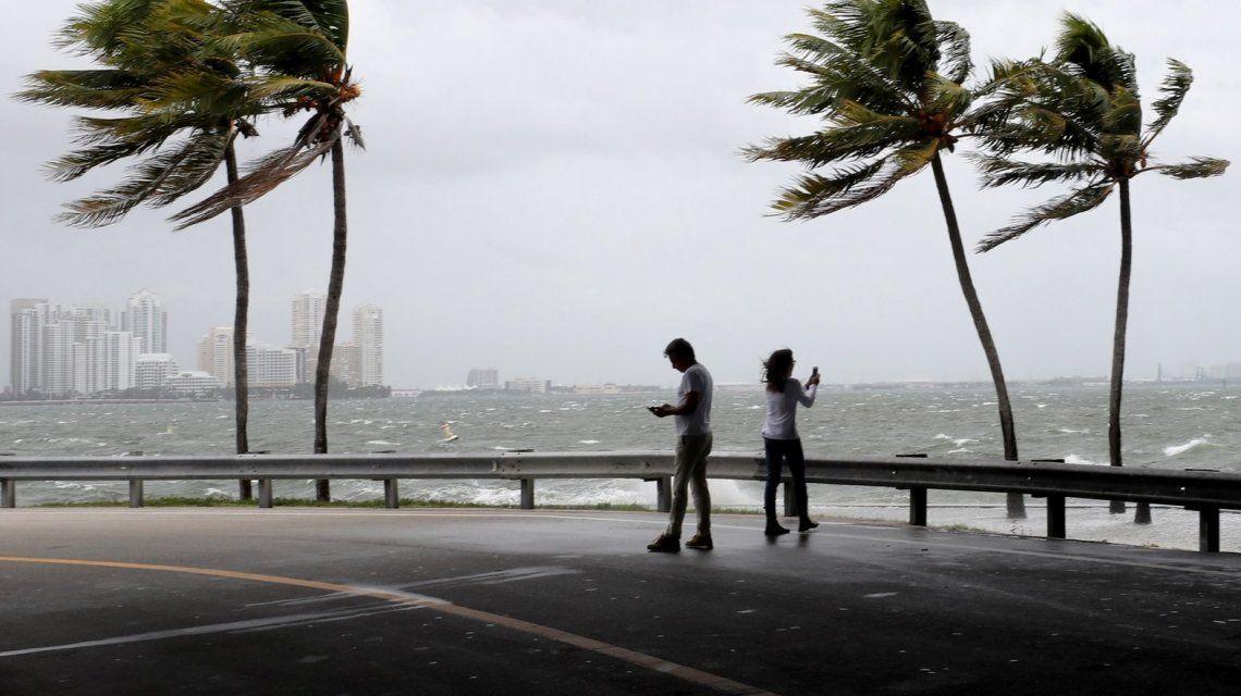 Por la llegada del huracán Irma, toque de queda en Miami