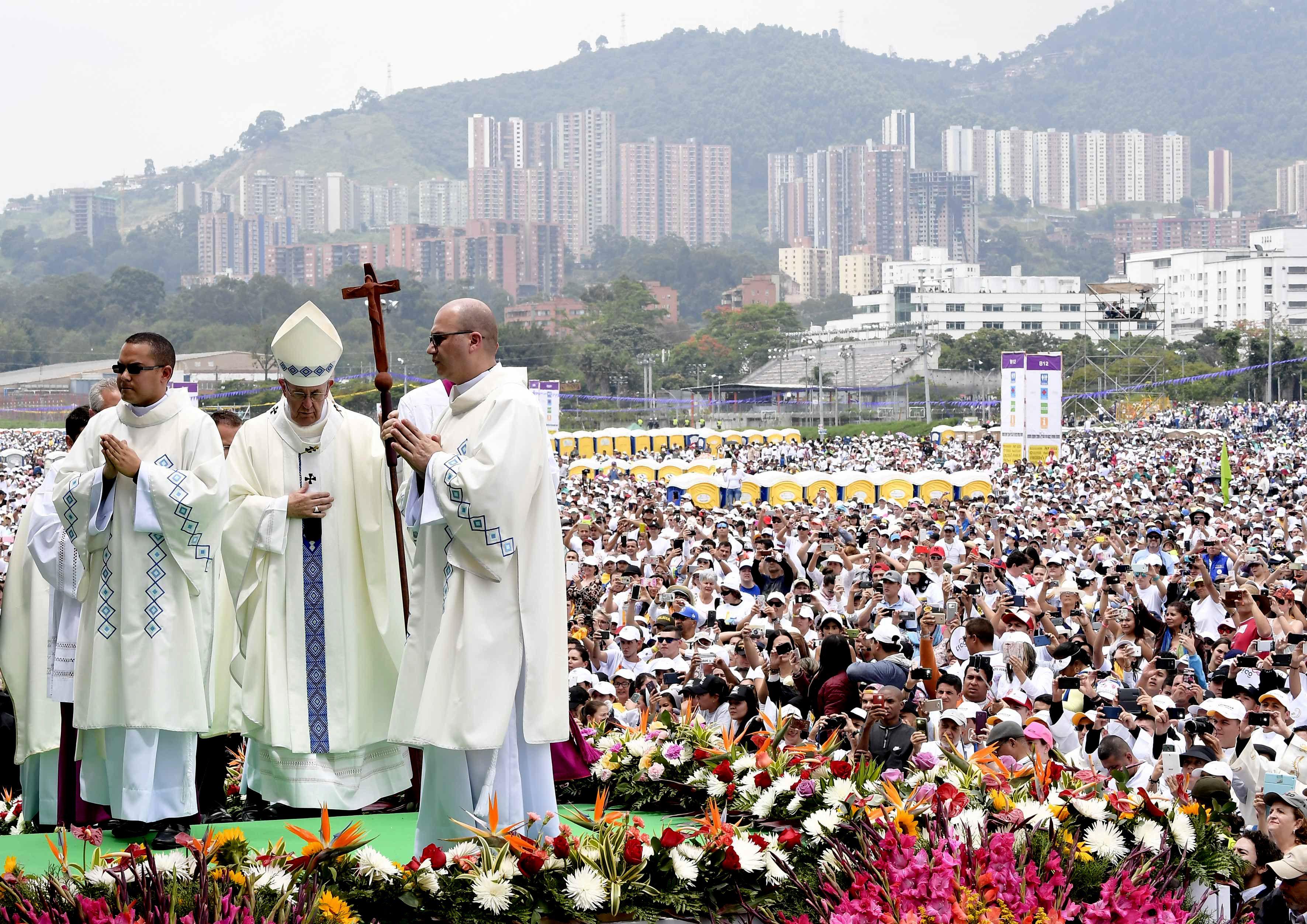 Francisco rezó una misa multitudinaria en Medellín