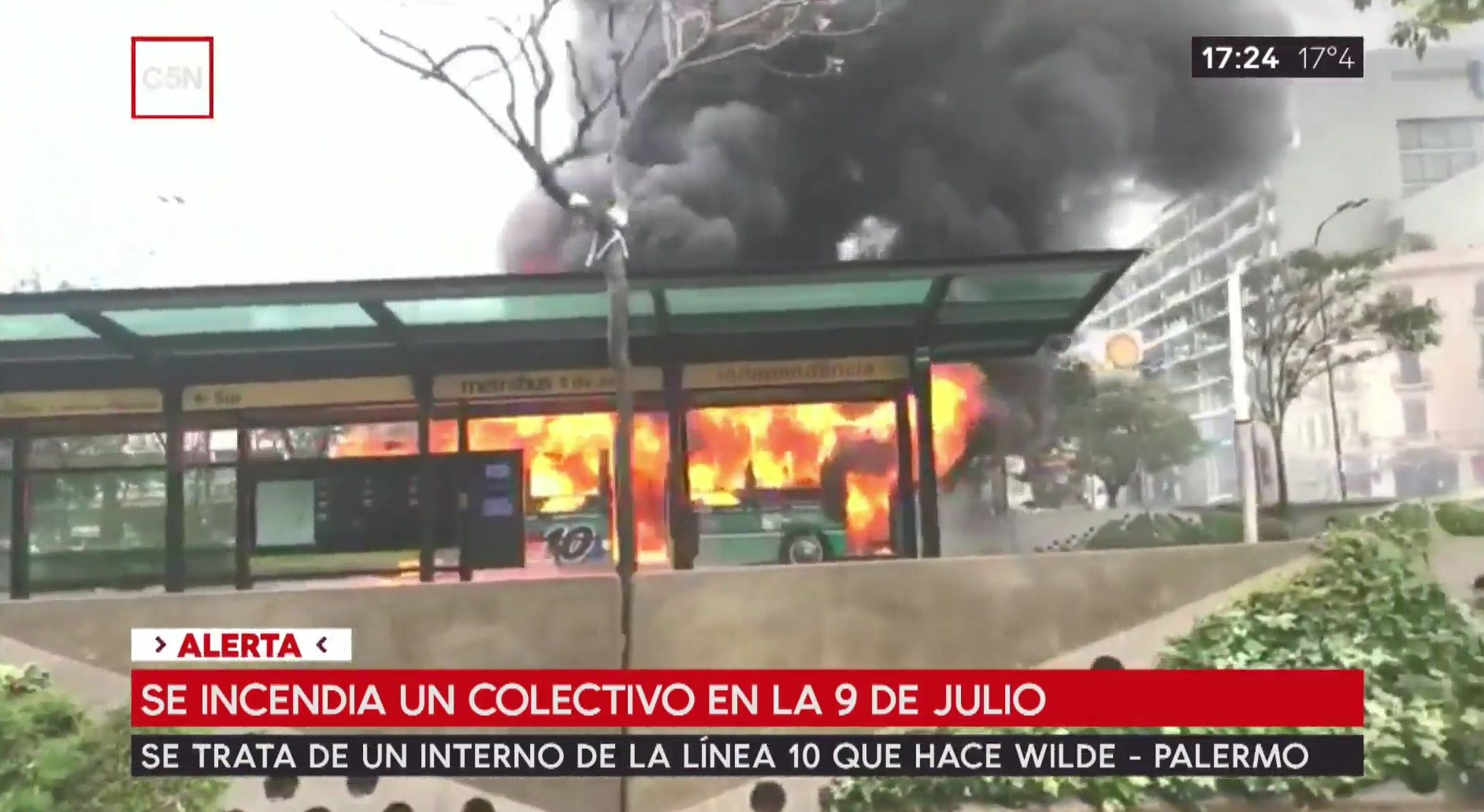Se incendió un colectivo en el Metrobus de la 9 de Julio