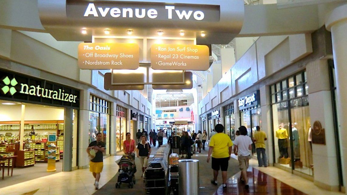 Una de las avenidas del Sawgrass Mall