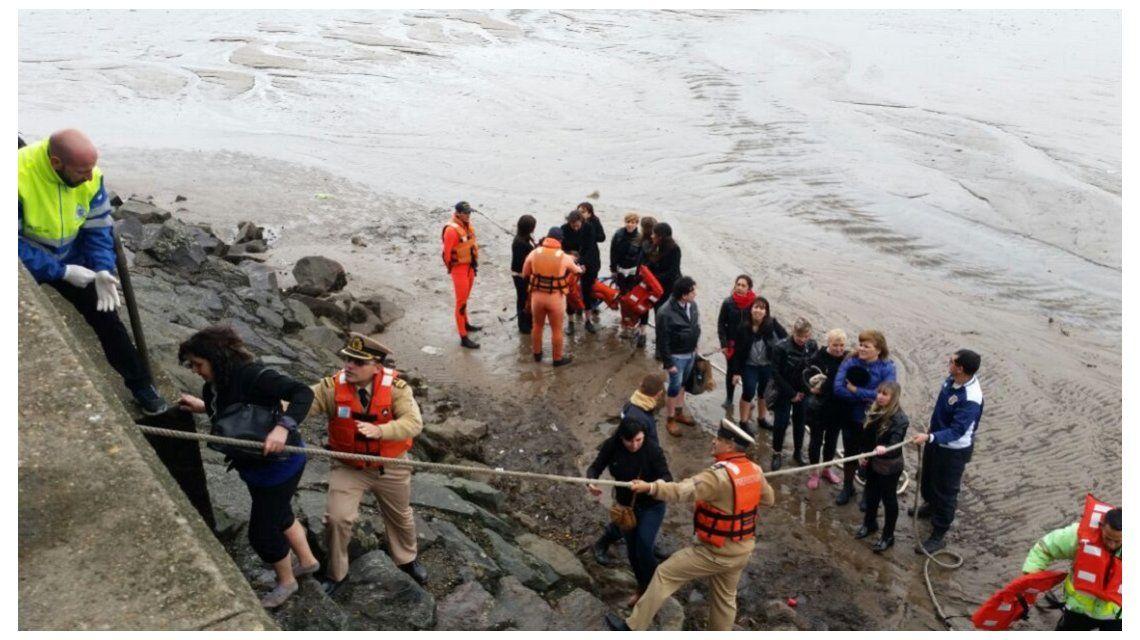 Rescataron a 160 maestras que quedaron varadas en el Río de la Plata