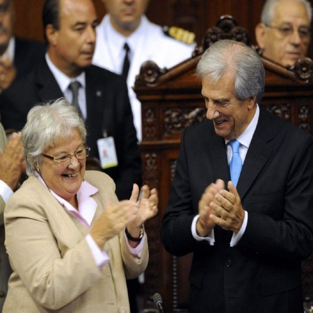 Lucía Topolansky  pertenece al partido Frente Amplio del actual presidente, Tabaré Vázquez