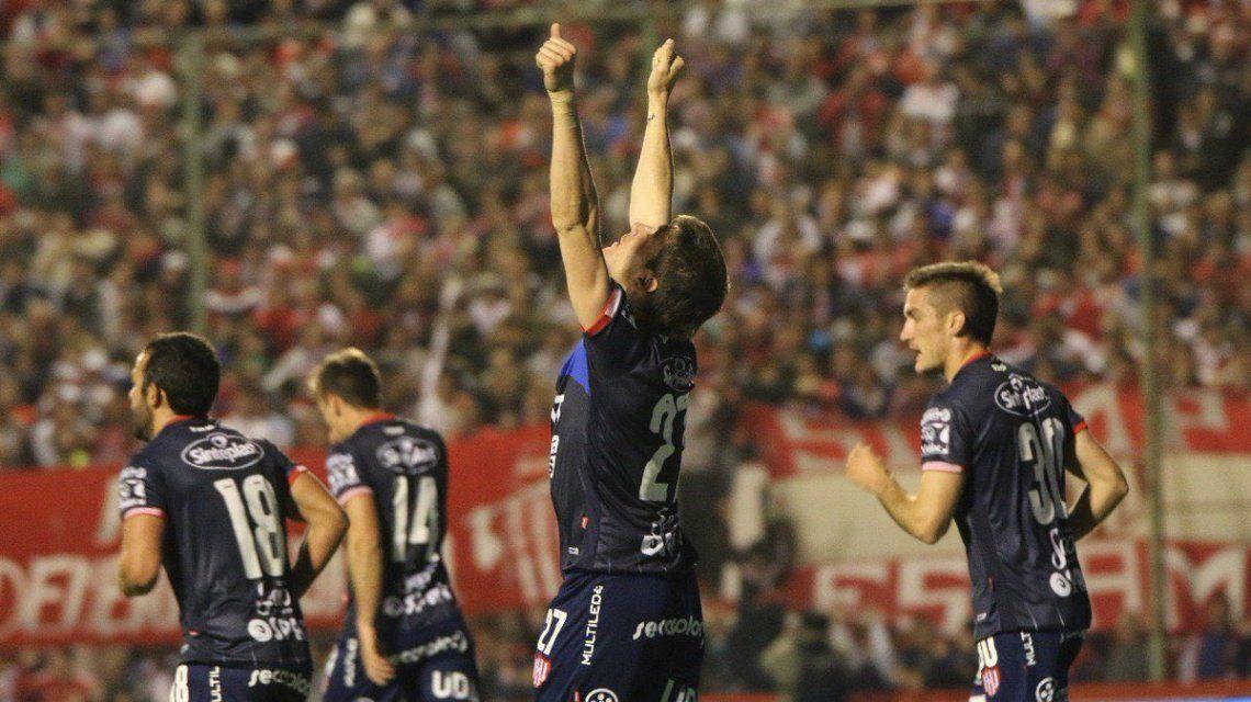 Franco Soldano celebra el gol de la victoria