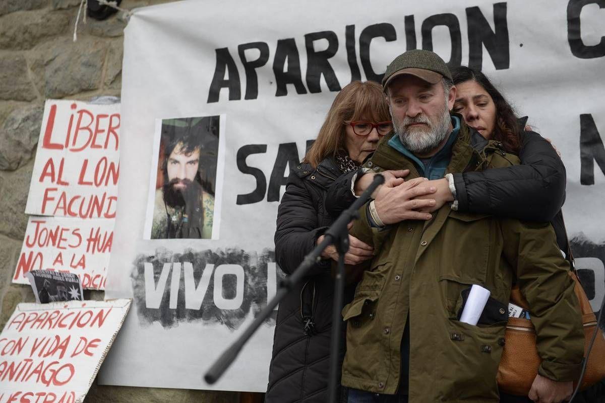 El hermano de Santiago Maldonado en una de las marchas por su aparición con vida
