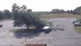 VIDEO: Un piloto sobrevivó a un espectacular accidente de avioneta