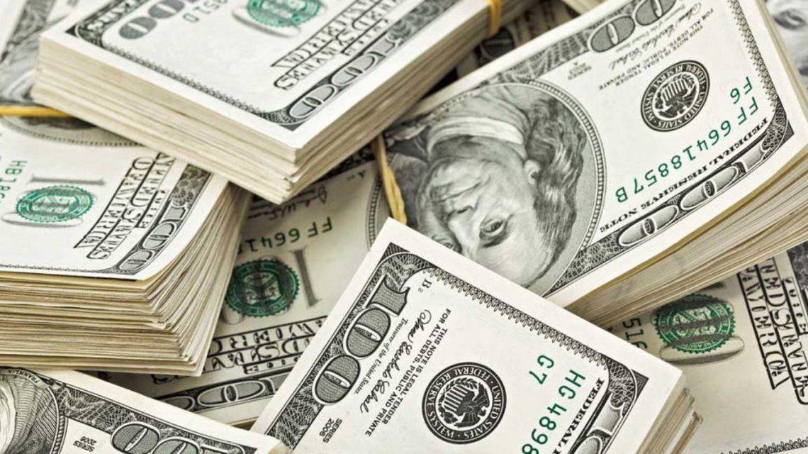 El dólar aumentó once centavos a $ 17