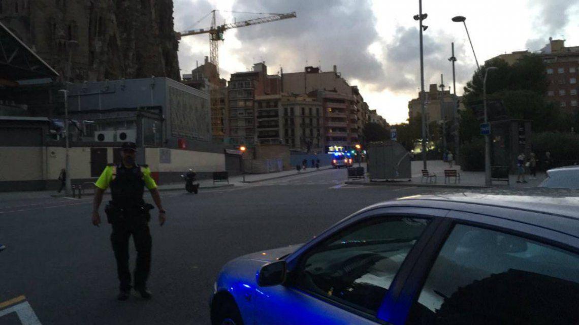 La policía acordonó la Sagrada Familia e investiga una camioneta