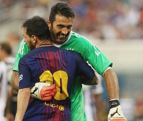 El abrazo entre Messi y Buffon<br>