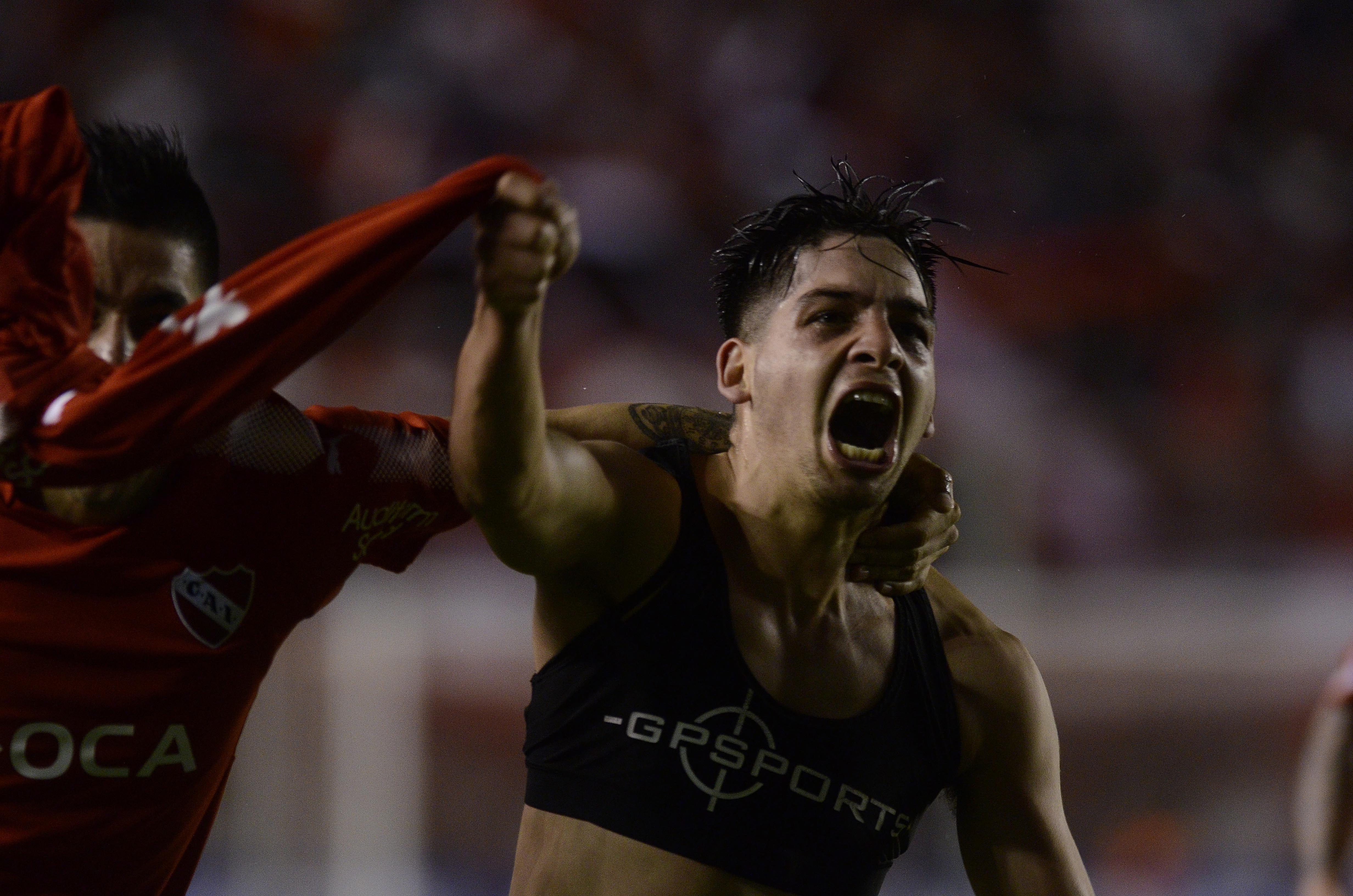 Martín Benítez festeja el gol de la victoria de Independiente