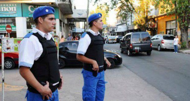 Policías de Quilmes realizan seguridad a cambio de