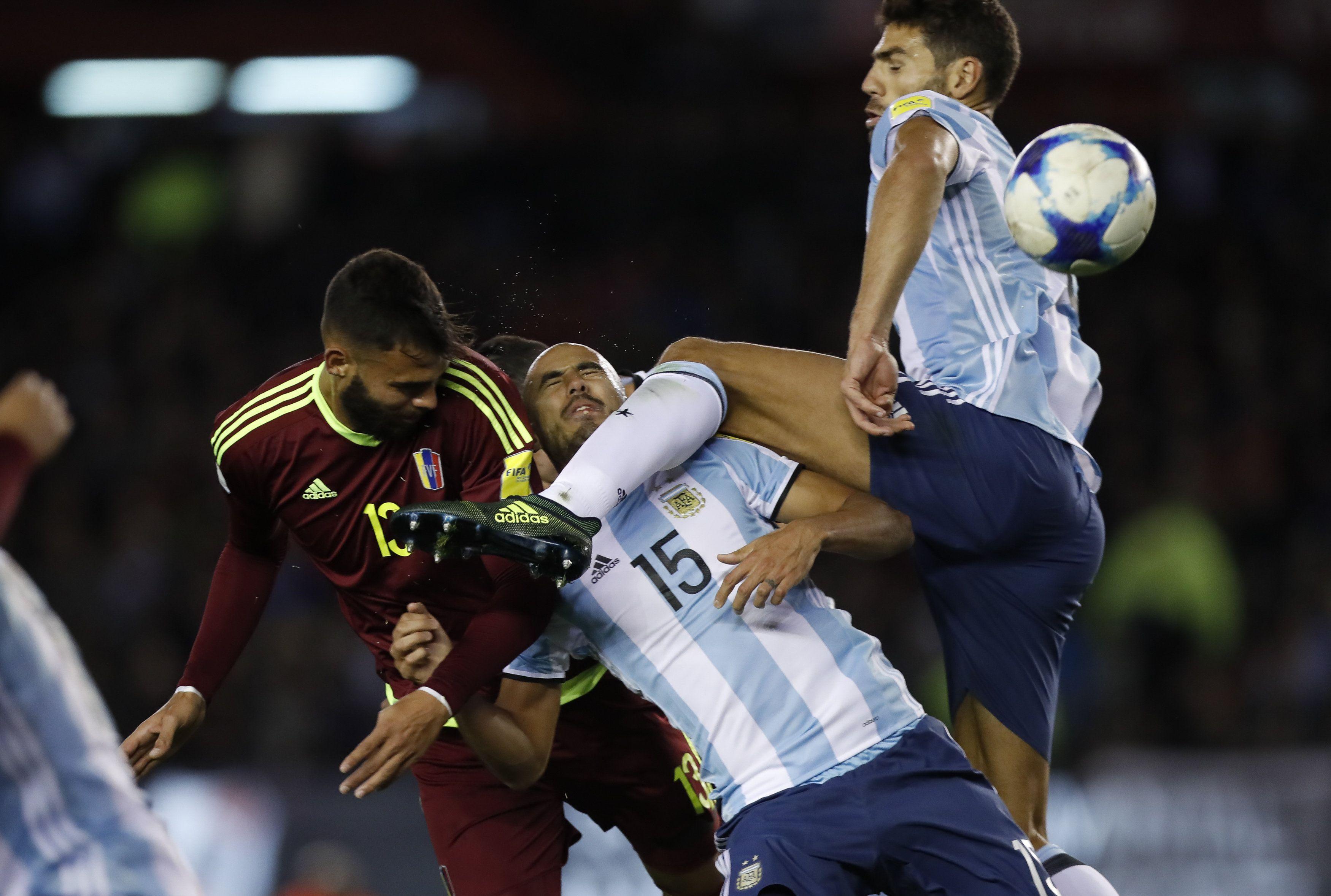 El ex jugador de Lanús fue titular ante Uruguay y Venezuela