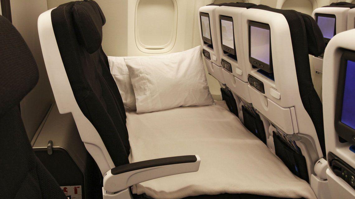 Así es volar en una cama en clase turista