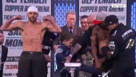 El hijo de un boxeador le da un golpe bajo al rival de su papá