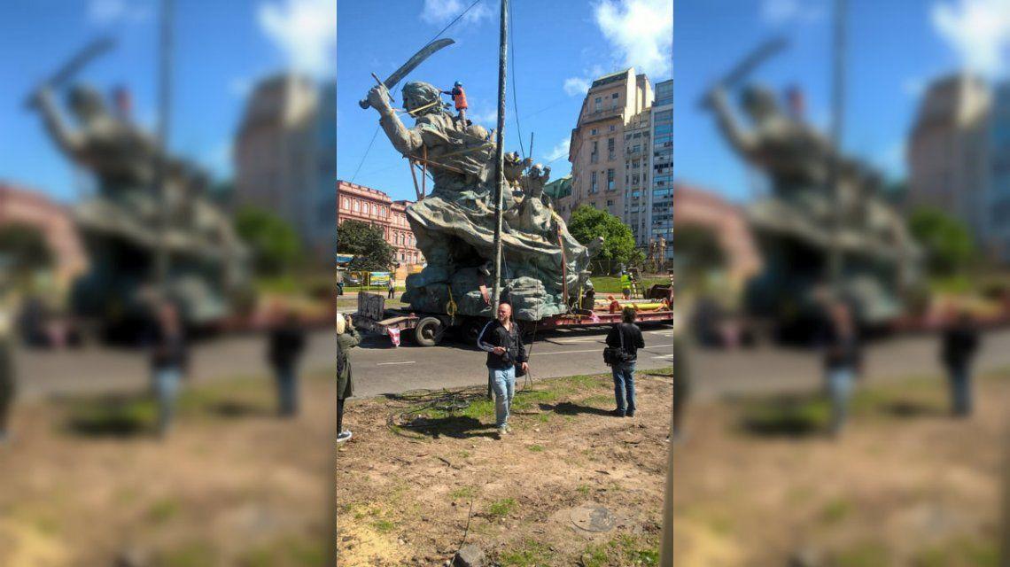 Trasladaron el monumento a Juana Azurduy