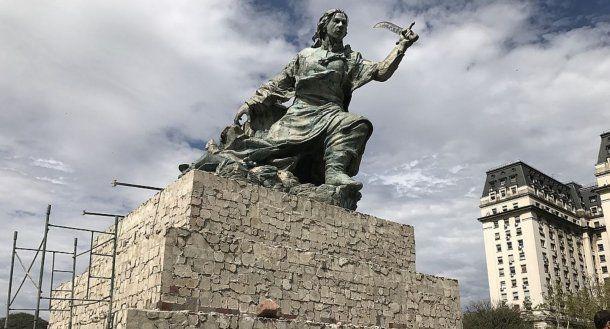 Trasladaron el monumento a Juana Azurduy<br>