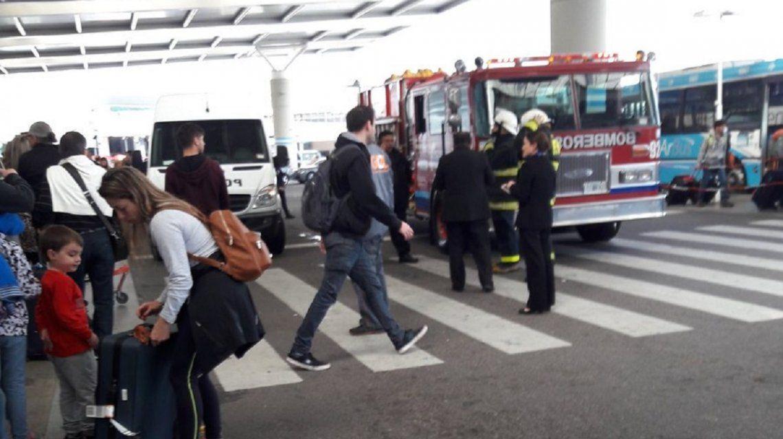 Susto en Ezeiza: evacuaron el aeropuerto por una falsa alarma de bomba