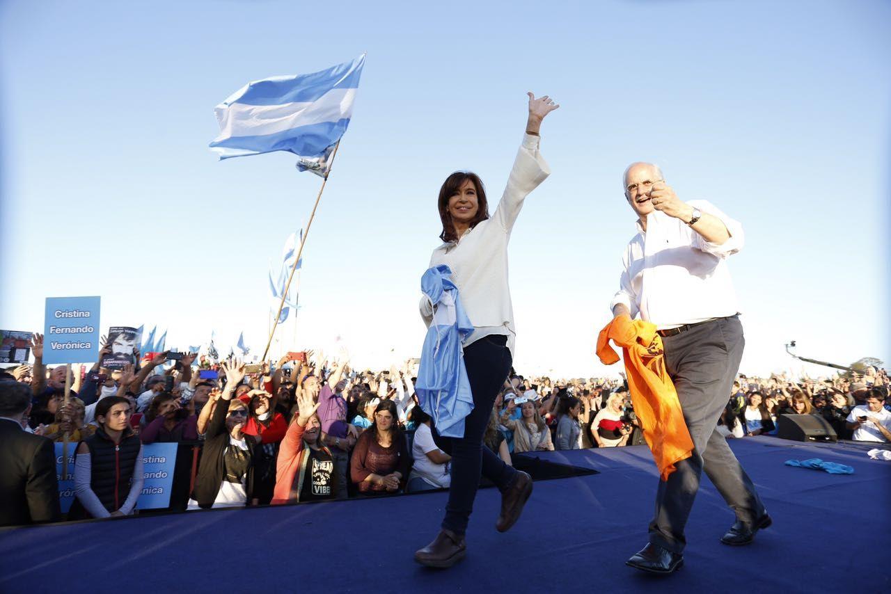 Cristina retomó la campaña y le mandó un durísimo mensaje a sus ex ministros