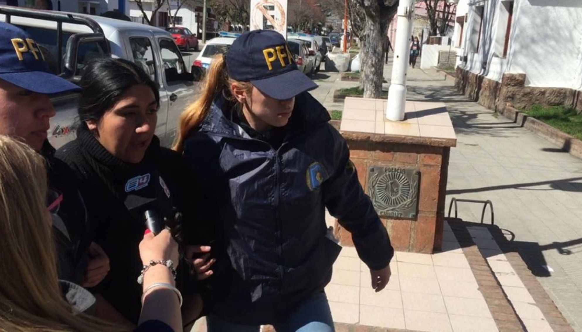 Elizabeth Loncón fue detenida y trasladada a la comisaría1ra. de Esquel