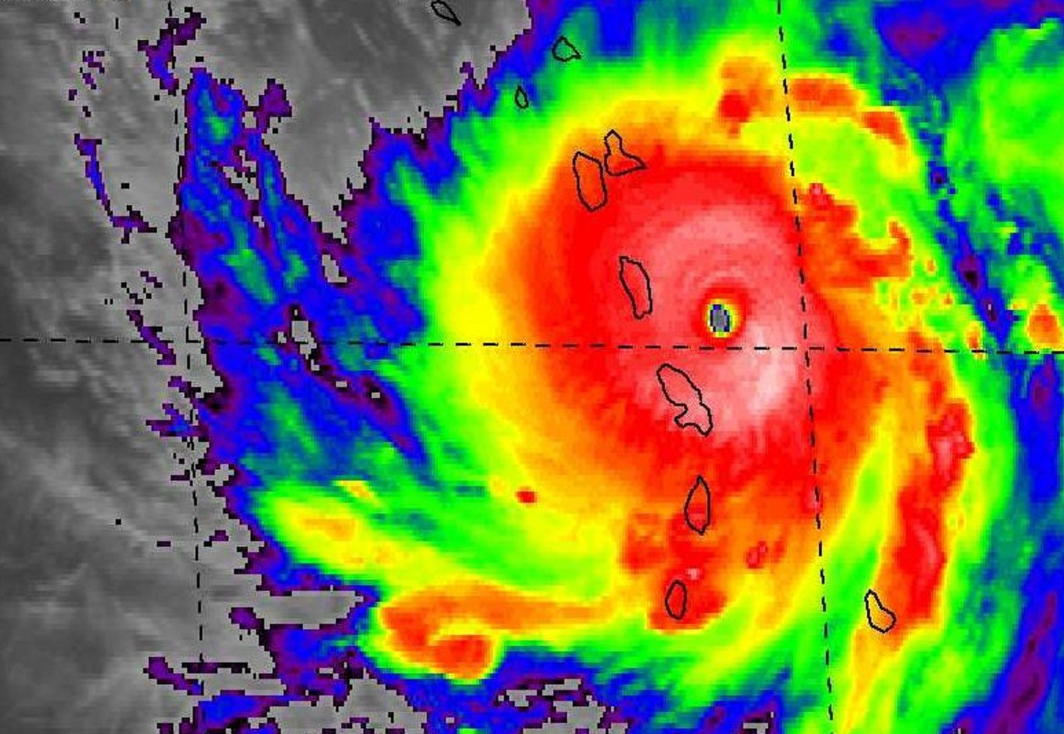 El huracán María se elevó a peligroso y amenaza con repetir los daños de Irma