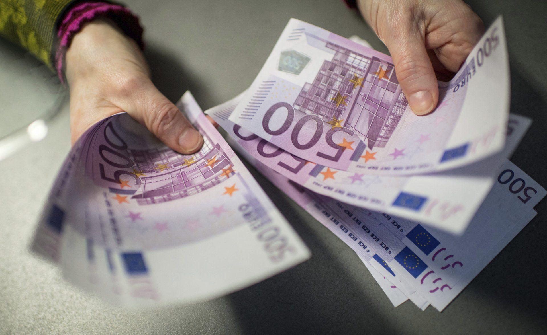 Insólita aparición de miles de euros en las cañerías