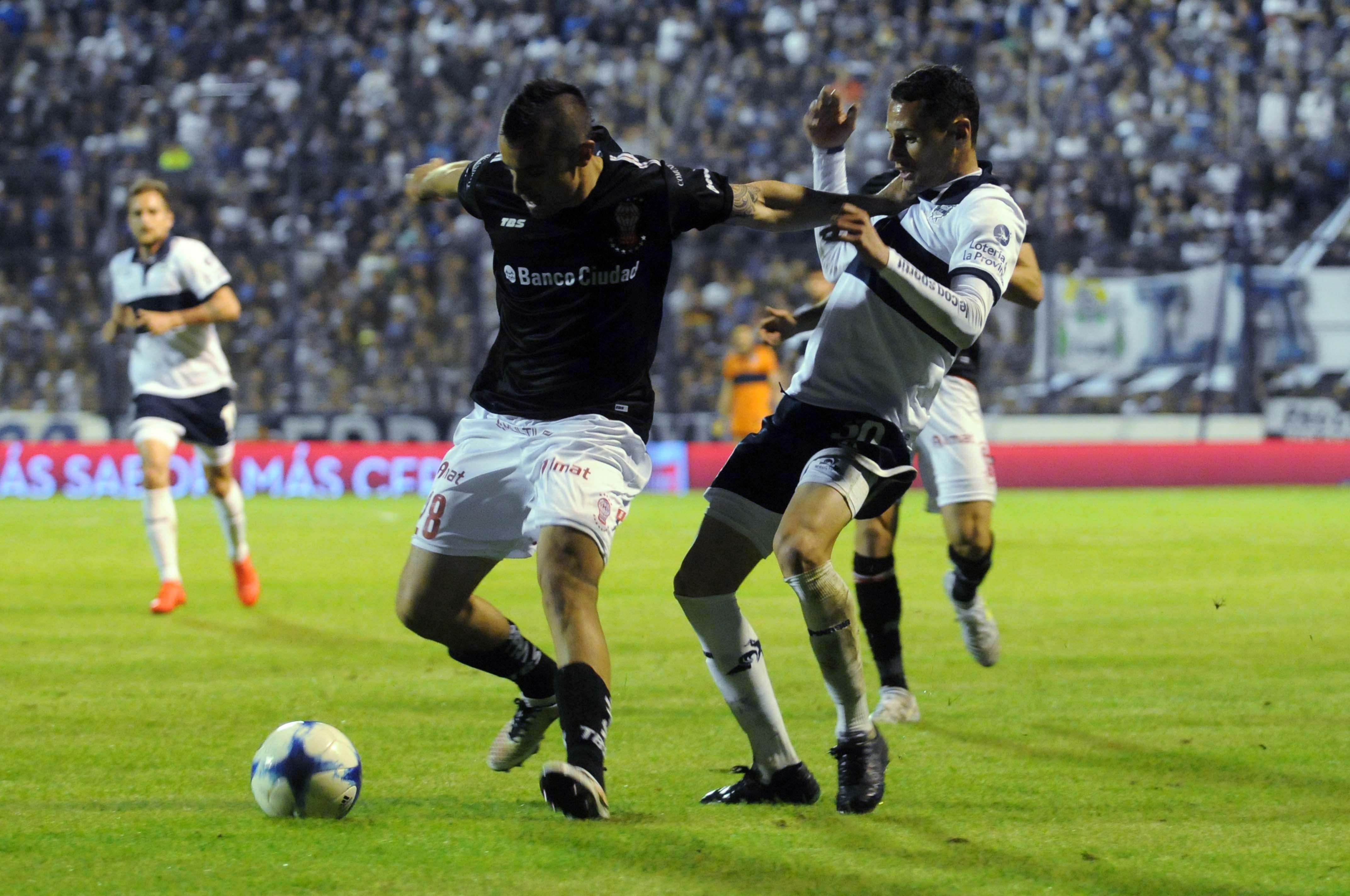 Huracán cortó una racha de más de 30 años al vencer a Gimnasia en La Plata