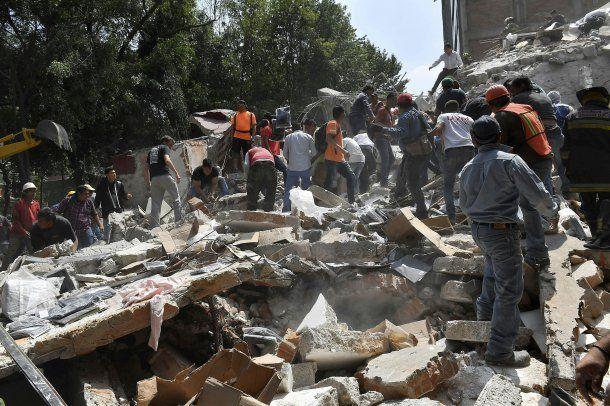Los trabajos de remoción de escombros durarán varios días con cientos de voluntarios<br>