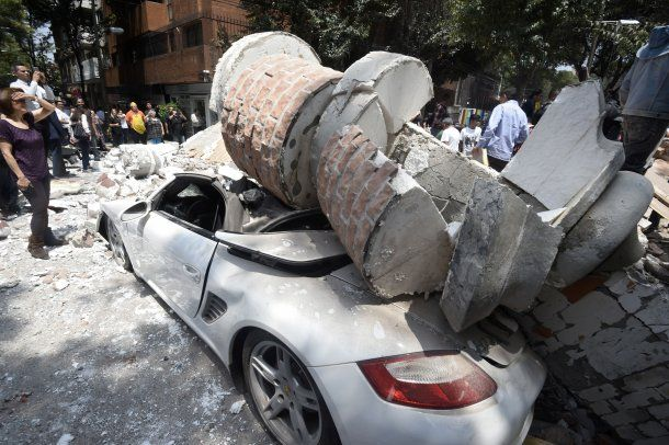 <p>Un vehículo de alta gama destrozado</p>
