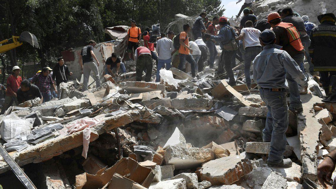 Los trabajos de remoción de escombros durarán varios días con cientos de voluntarios