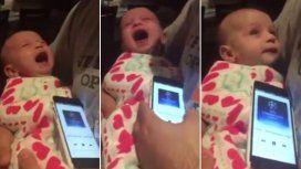 Un bebé deja de llorar cuando le ponen el himno de la Champions