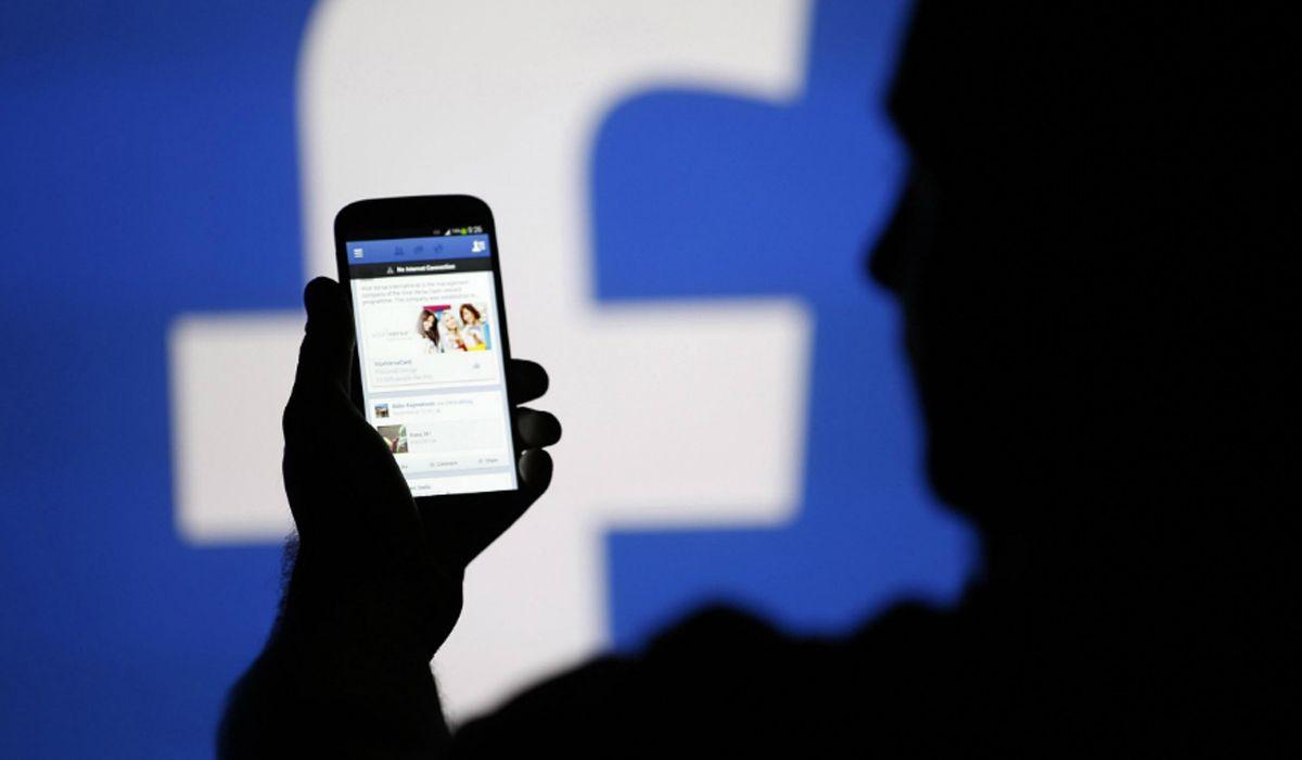 Alerta stalker: revisar Facebook, mails o el celular de la pareja es un delito federal