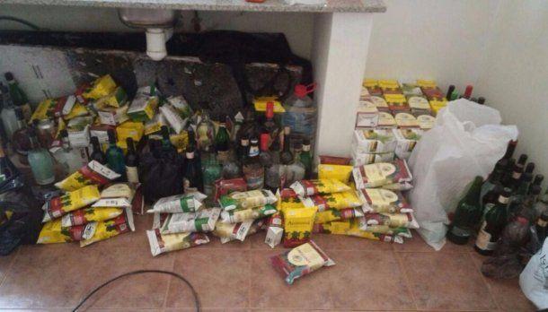 Bebidas alcohólicas decomisadas por la Policía a los estudiantes en el Dique Cabra Corral
