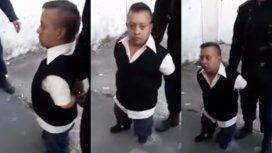 Discriminación y polémica: filman a policías burlándose de un hombre con enanismo