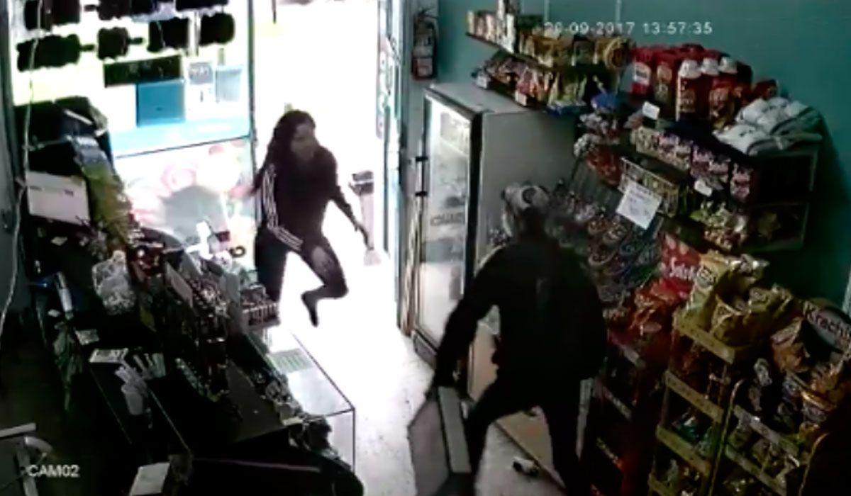 Kiosquera karateca: una joven se enfrentó a un ladrón y evitó un robo