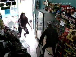 kiosquera karateca: una joven se enfrento a un ladron y evito un robo