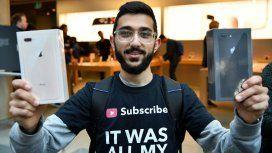 La primera persona en tener un iPhone 8 acampó en la puerta de una Apple Store 10 días