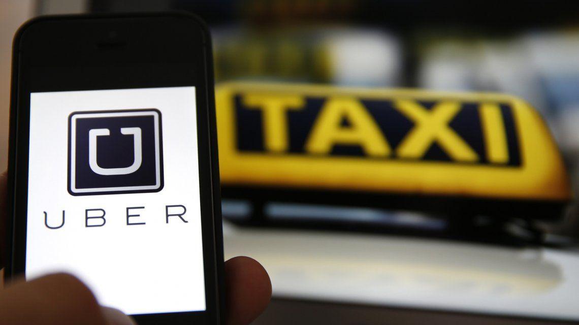 Uber celebró que apunten a que todos los taxis se pidan por una app