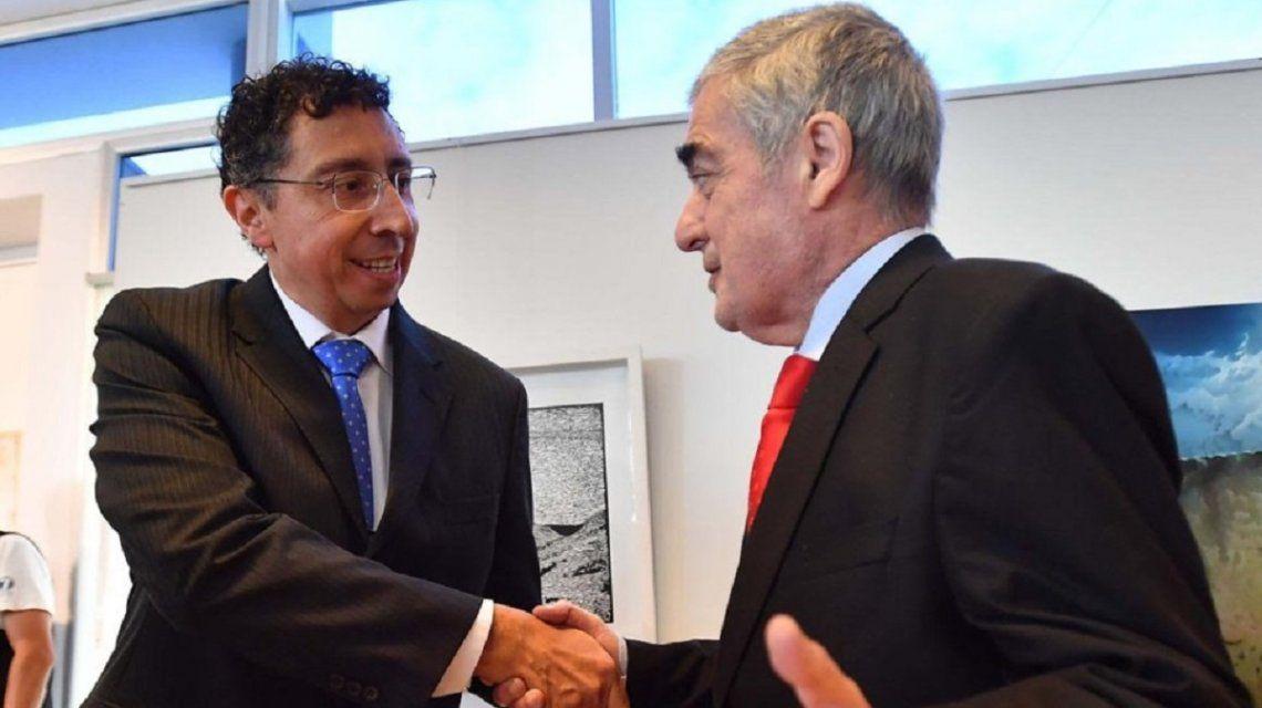 El juez Gustavo Lleral junto al gobernador de Chubut