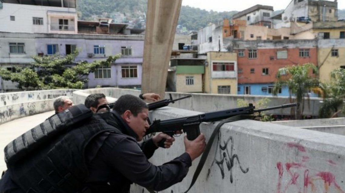 Temer envió950 miembros del Ejército a la favela de Rocinh