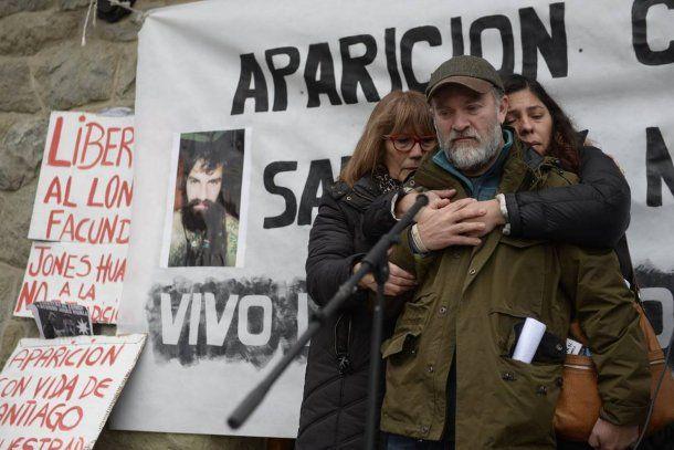 El hermano de Santiago Maldonado en una de las marchas por su aparición con vida<br>