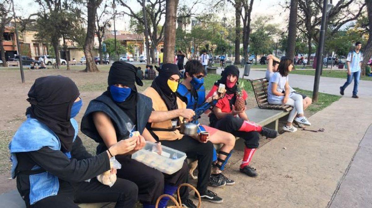 Sub Zero y los personajes de Mortal Kombat tomaron mate en Tucumán