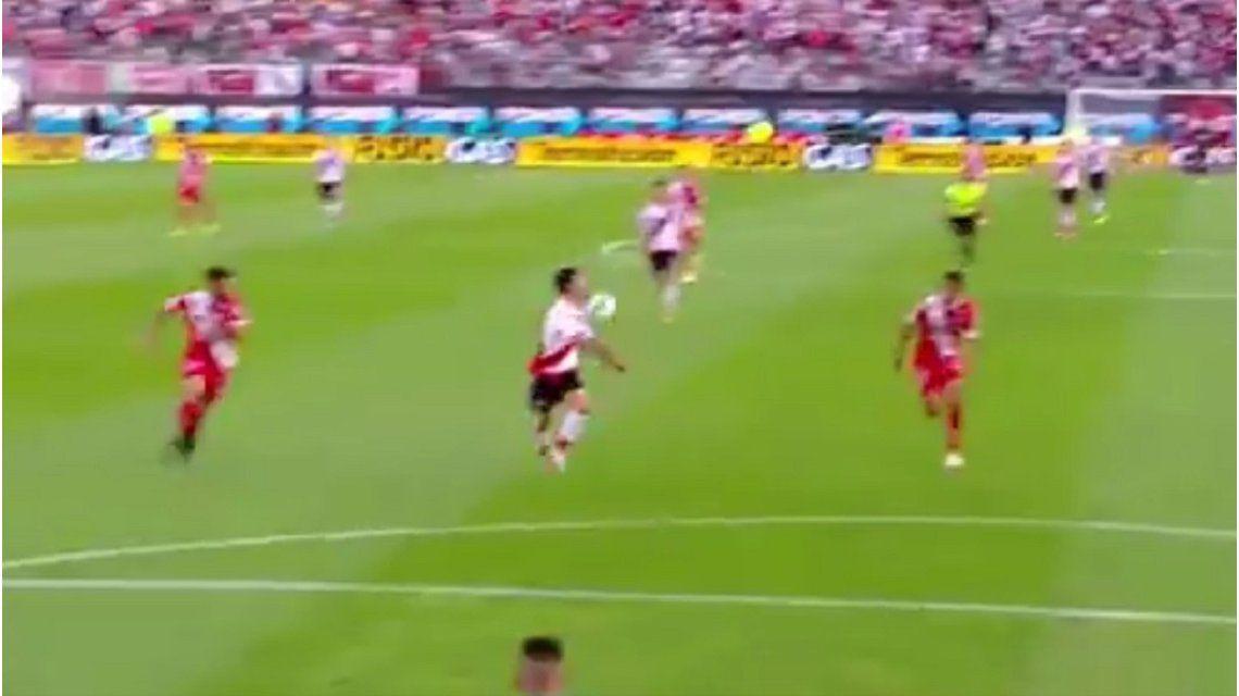 La polémica del River - Argentinos: ¿hubo mano de Scocco antes del gol de Pity Martínez?