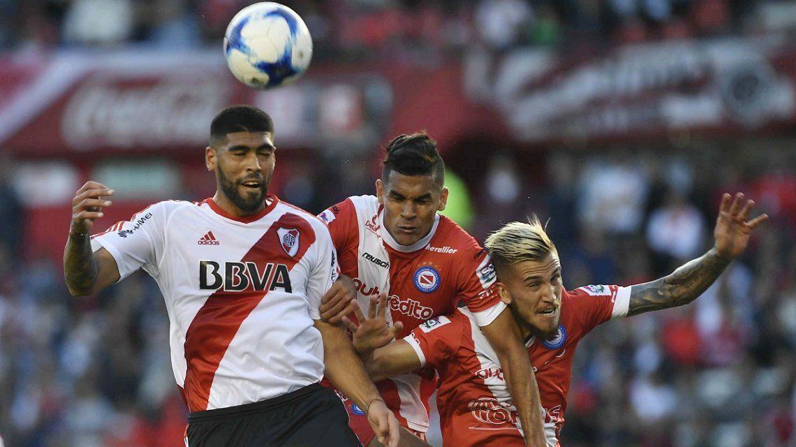 River empató con Argentinos Juniors y Boca es el único puntero