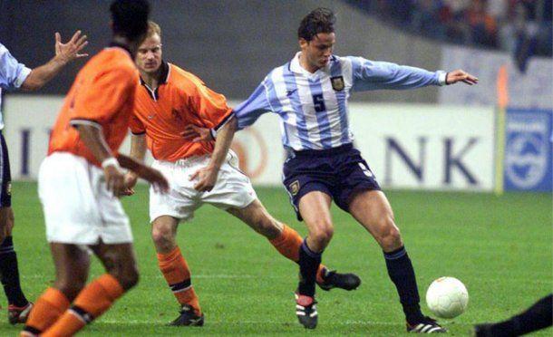 Fernando Redondo ante Holanda en uno de sus últimos partidos<br>