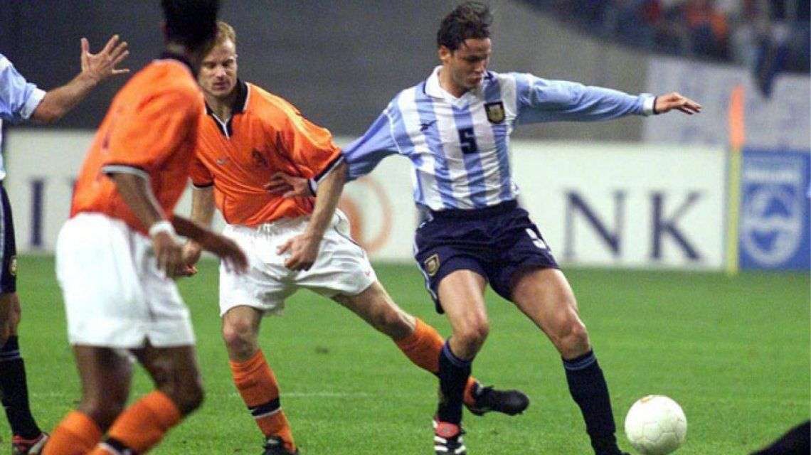 Fernando Redondo ante Holanda en uno de sus últimos partidos