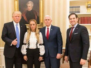 Donald Trump con Lilian Tintori, esposa de Leopoldo López, el opositor al chavismo que está preso