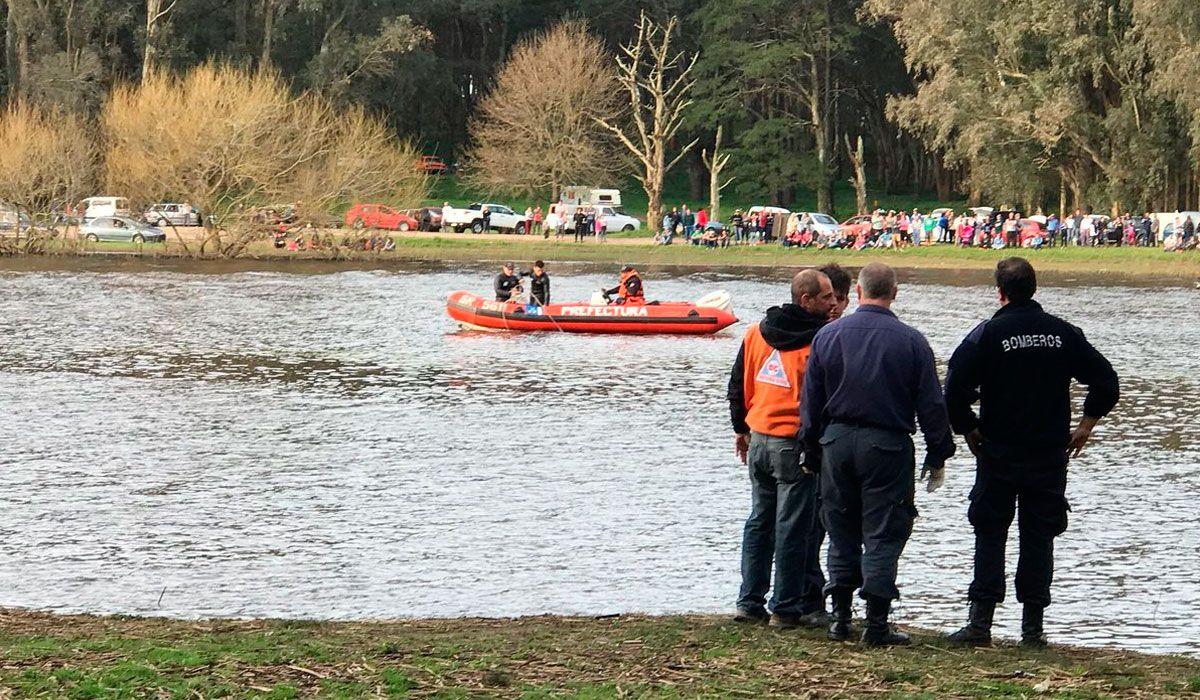 Hallaron el cuerpo del joven que cayó del kayak en la Laguna de Los Padres