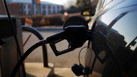 El Gobierno aplica subsidios y flexibilizó el congelamiento en las naftas