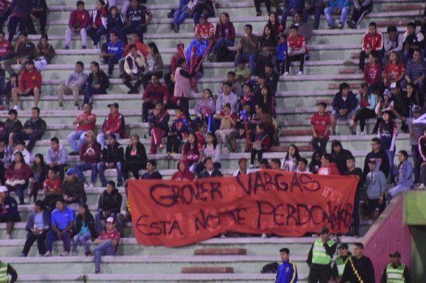 Bandera contra Grover Vargas de Jorge Wilstermann - Crédito: Twitter