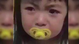 Entendió todo: una nena se volvió viral por su falso e intenso llanto