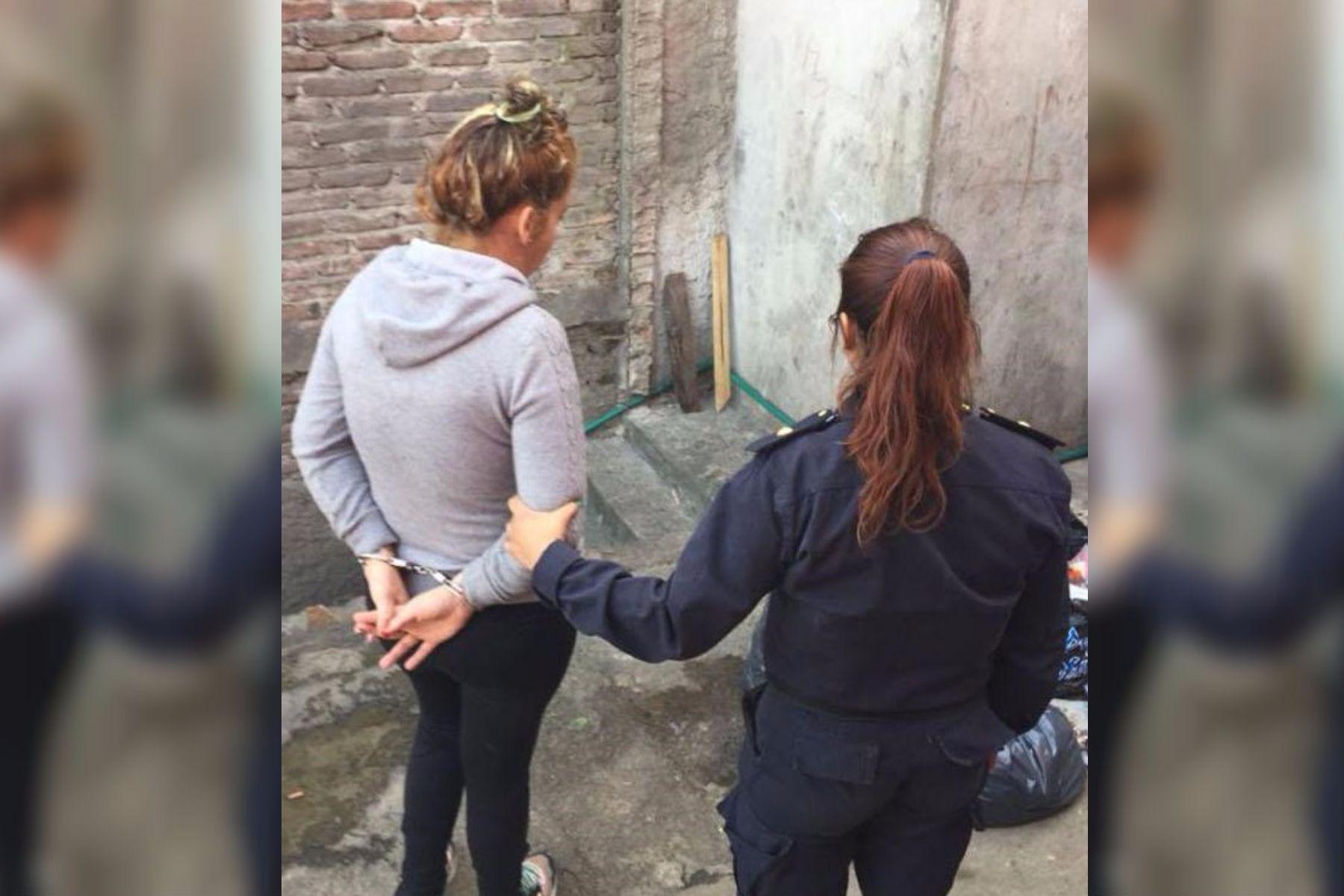 Detuvieron a una mujer que abandonó a su bebé en una bolsa